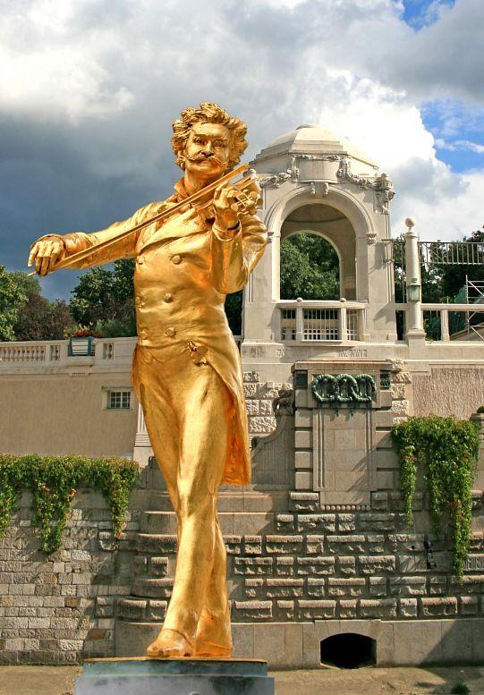 Johann Strauss in stadtpark in Vienna