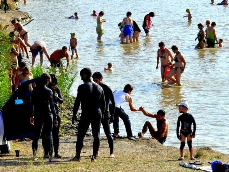 Тамбукан. Лечебные качества грязи этого озера могут понизиться. УЖЕ БОЛЕЕ СТА ЛЕТ ЕГО ГРЯЗИ ИСПОЛЬЗУЮТСЯ ВО ВСЕХ САНАТОРИЯХ КАВКАЗСКИХ МИНЕРАЛЬНЫХ ВОД, НО В ПОСЛЕДНЕЕ ВРЕМЯ ИЗ-ЗА ОПРЕСНЕНИЯ ОЗЕРА ВОЗНИКЛА ОПАСНОСТЬ СНИЖЕНИЯ ЛЕЧЕБНЫХ СВОЙСТВ ГРЯЗИ ТАМБУКАНА.