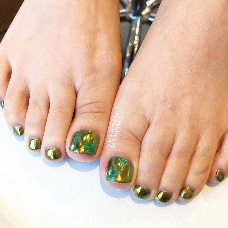 112 best toe nail art images on pinterest feet nails pedicures and toe nail art. Black Bedroom Furniture Sets. Home Design Ideas