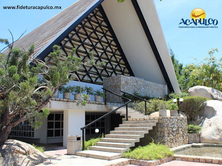 #infoacapulco La Capilla Ecuménica de la Paz en Acapulco. INFO ACAPULCO. La Capilla Ecuménica de la Paz, es una de las más famosas en Acapulco por su arquitectura, el lugar en que se encuentra y sobre todo por ser ecuménica, lo que significa que acepta a todas las personas, sin importar sus creencias o el lugar de donde vienen. Te invitamos a visitar la página oficial de Fidetur Acapulco, para conocer más información