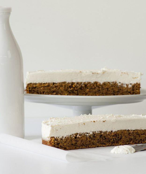 Ένα εναλλακτικό τσίζκεϊκ, το οποίο αντί για μπισκότα έχει βάση από carrot cake!