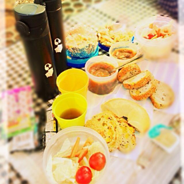 カレー風味のスープ、白菜/ニンジン/トマト/カボチャのディップサラダ、穀物入りフランスパンにツナと塩辛じゃがマヨ - 2件のもぐもぐ - サラダ、スープ、サンドイッチ by aiko0412