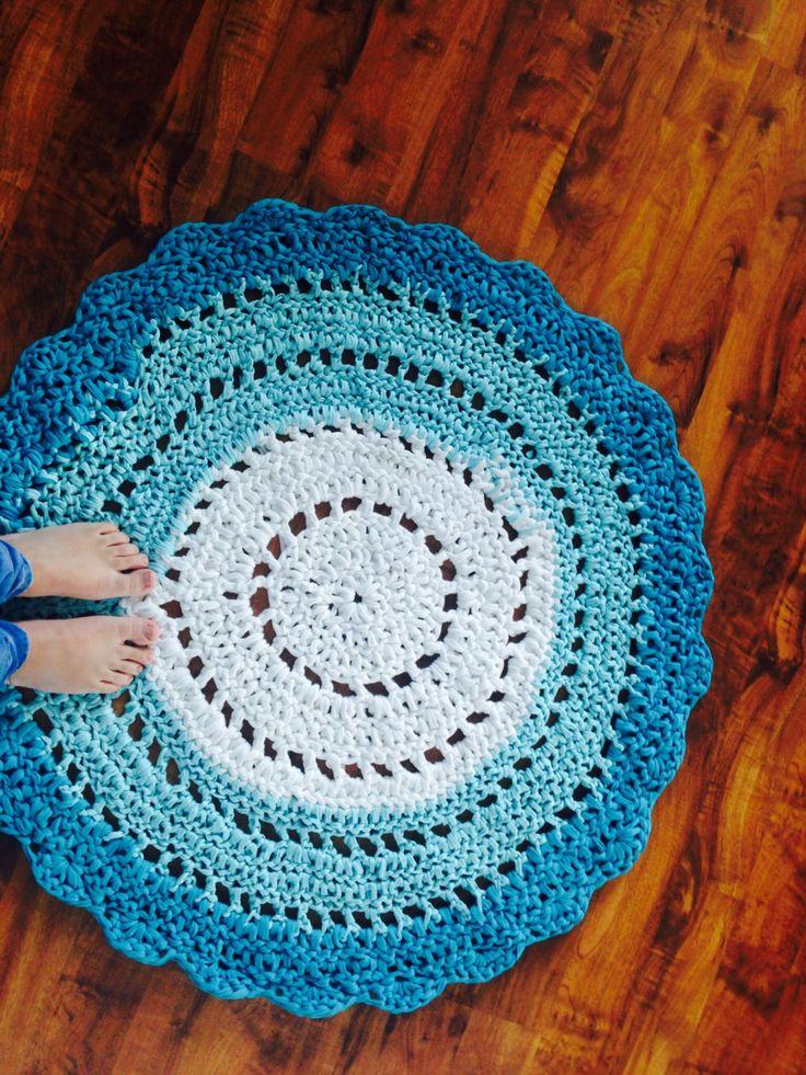 My first crochet rug with t-shirt yarn :)