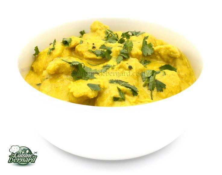 Poulet Korma ★ 1 yaourt nature +  1/2 citron vert + 1/2 c.à.c. curcuma + 2 c.à.s. ghee + 5 gousses de cardamome + 1 étoile badiane + 1 b. cannelle + 3 feuilles laurier + 3 gousses ail + 2 c.à.c. pâte de gingembre + 1 c.à.s. coriandre en poudre + 20g noix de cajou + 20g amandes + coriandre + 400g poulet