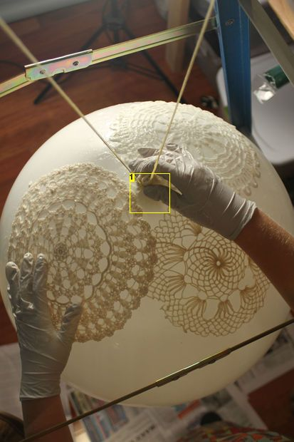 DIY Doily Lamp / lace lamp tutorial ❥it would be nice to have a few very big lanterns made of lace.
