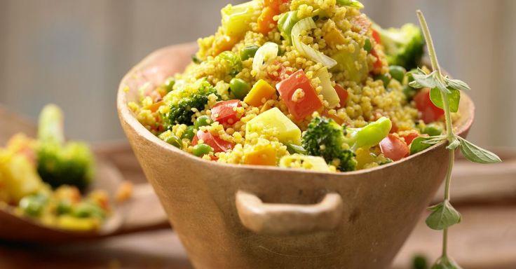 COUSCOUS-Gemüse-Pfanne mit Curry: Die fleischlose Couscous-Rezept liefert eine Menge Eisen. Die Gemüsepfanne schmeckt als Hauptmahlzeit oder Beilage.