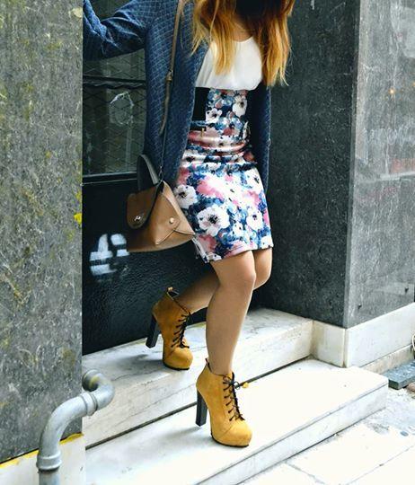 Blogger: Miss Bloublou Post: COLOR ME UP PLEASE Βάλε λίγο χρώμα ντε! Χειμώνας: Η πιο ψυχρή εποχή του έτους που διαδέχεται το Φθινόπωρο. Oh dear God. . . περισσότερα στο: http://bloublousfashiondiary.blogspot.gr/2014/12/color-me-up-please.html  #doca #missbloublou #skirt #handbag #fw201415Collection