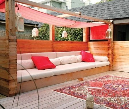 Outdoor sofa made with recycled pallets
