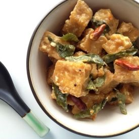 Crispy tofu cubes in a creamy chili, garlic and curry leaf sauce.