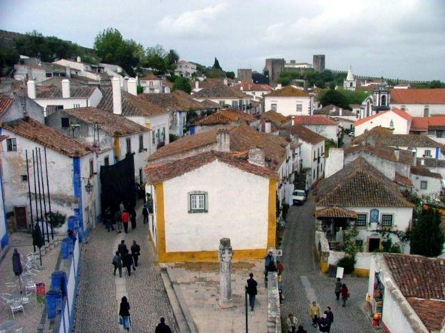 Óbidos é uma vila portuguesa da sub-região do Oeste, região Centro, fazendo parte da Região de Turismo do Oeste, com cerca de 3 300 habitantes. É sede de um município com 142,17 km² de área e 11 772 habitantes (2011), subdividido em 9 freguesias. O município é limitado a nordeste e leste pelo município das…