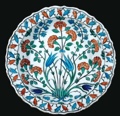 An Iznik polychrome pottery dish, Turkey, circa 1560 | Sotheby's