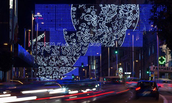 Madridskou ulici vyzdobila vánoční animace Měsíce