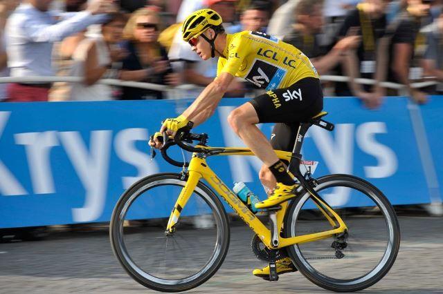 Крис Фрум - победитель Тур де Франс-2016 http://velolive.com/velo_race/tour/12630-chris-froome-pobeditel-tour-de-france-2016.html  31-летний британский гонщик команды Sky Крис Фрум (Chris Froome) защитил свой титул победителя Тур де Франс-2015, и второй год подряд одержал победу на Тур де Франс. Таким образом, Крис Фрум стал трёхкратным победителем Большой Петли (2013, 2015 и 2016).