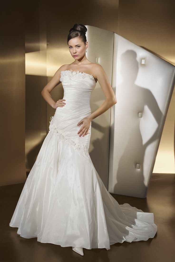 Intriguing Strapless Flat Liques Pleated Empire Waist Princess Wedding Dress
