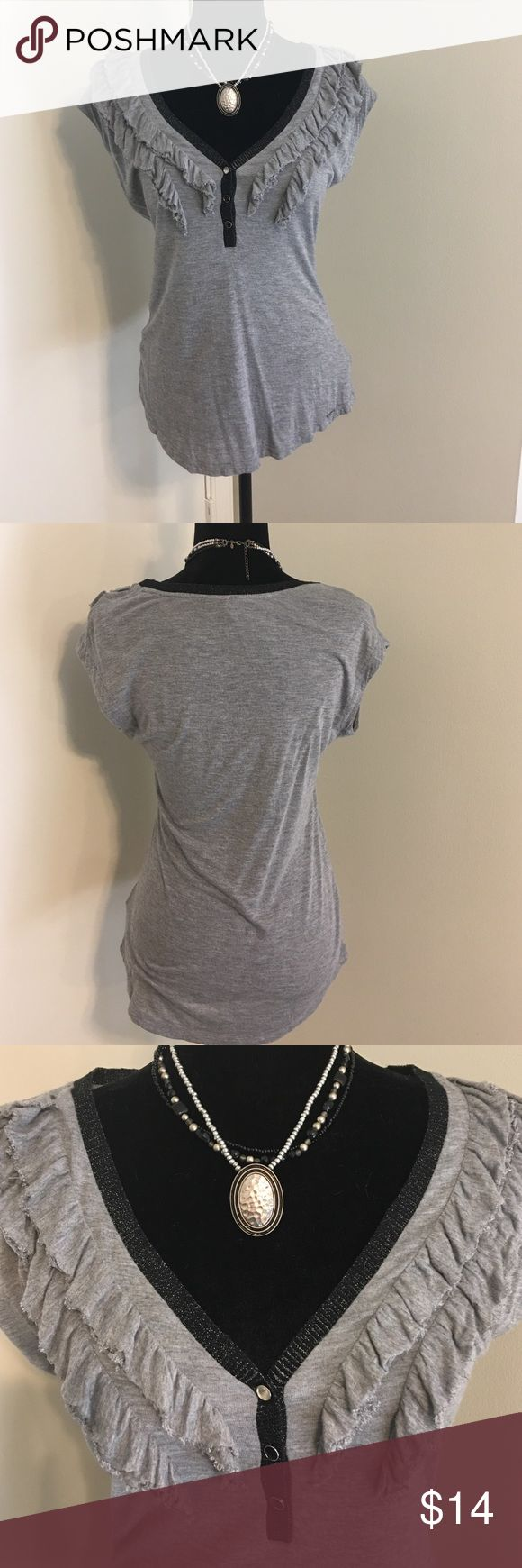 🆕Guess Vneck ruffle detail Tshirt Guess Vneck ruffle detail Tshirt- is missing black gem snap (top snap cover) see third pic- this is not as noticeable as you think snap is silver- price is reflective. Great with jeans and shorts! Guess Tops Tees - Short Sleeve