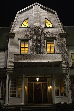 1000 images about amityville on pinterest for Classic haunted house movies