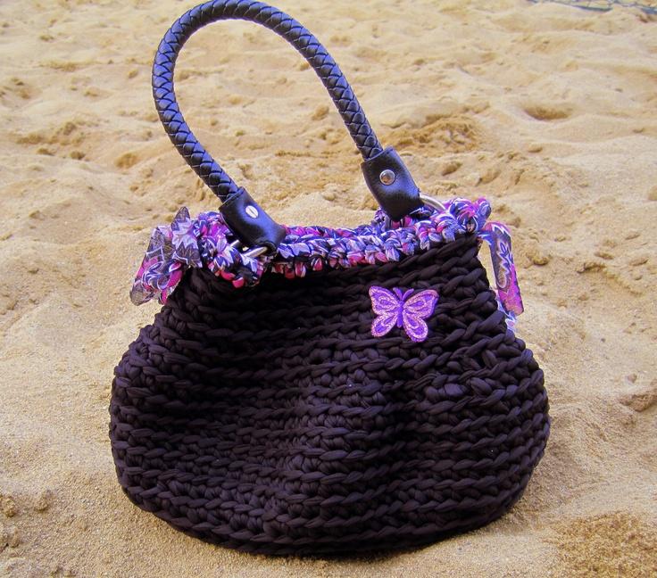 Il nero per questa borsa è sinonimo di eleganza e certezza! Black for this bag is synonymous with elegance and confidence!