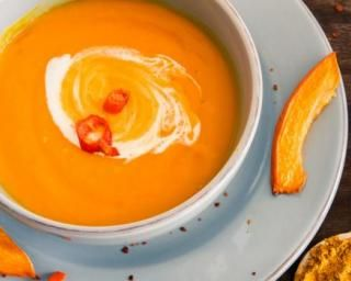 Velouté de potiron pimenté au lait de coco : http://www.fourchette-et-bikini.fr/recettes/recettes-minceur/veloute-de-potiron-pimente-au-lait-de-coco.html