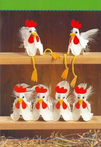 gallinas hechas con embalaje de cartón de huevos ;-)
