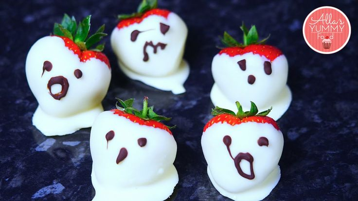Halloween Recipes | Strawberry Ghosts | Клубничные Призраки на Хэллоуин. Create these ghostly strawberries in with haunted faces for a perfect Halloween party. Kids will gasp in delight at these adorable ghosts. Juicy strawberries and white chocolate makes these little bites a howling success! Halloween treats are very popular. I love these little strawberry ghosts! Find more on my website: www.Allasyummyfood.com