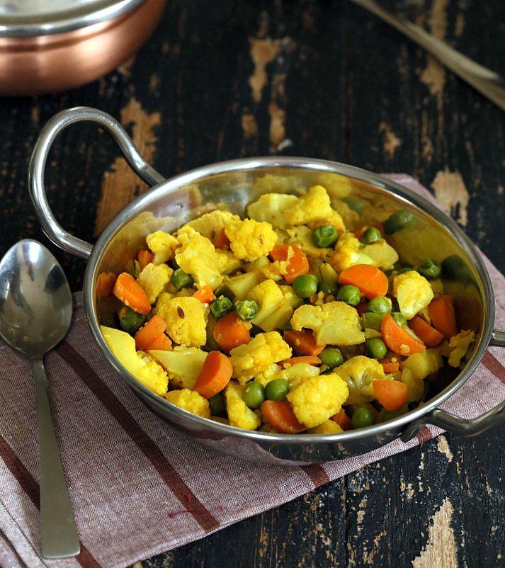 Vegan Richa: Adraki Gobi Gajar Mattar - Cauliflower Carrots and Peas saute with Cumin seeds and Ginger. Vegan Glutenfree Recipe