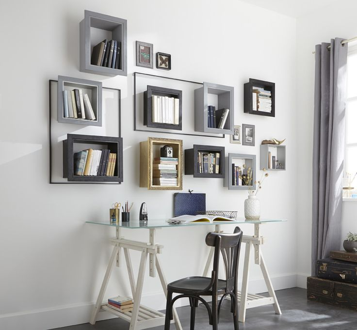 Une composition de livres bien cadrée. Facile à réaliser en collant les cadres sur les étagères. #DIY #homedecor