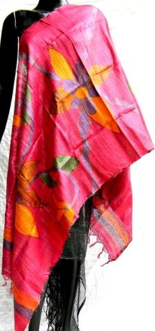 This beautiful pink handwoven tussar silk stole/dupatta has been brush painted in bold nature patterns and vibrant colors by the artisans of Bihar. Another unique creation of India - See more at: http://giftpiper.com/Handpainted-Tussar-Silk-Stole-Dupatta-Pink-id-208780.html#sthash.beXTicCa.dpuf