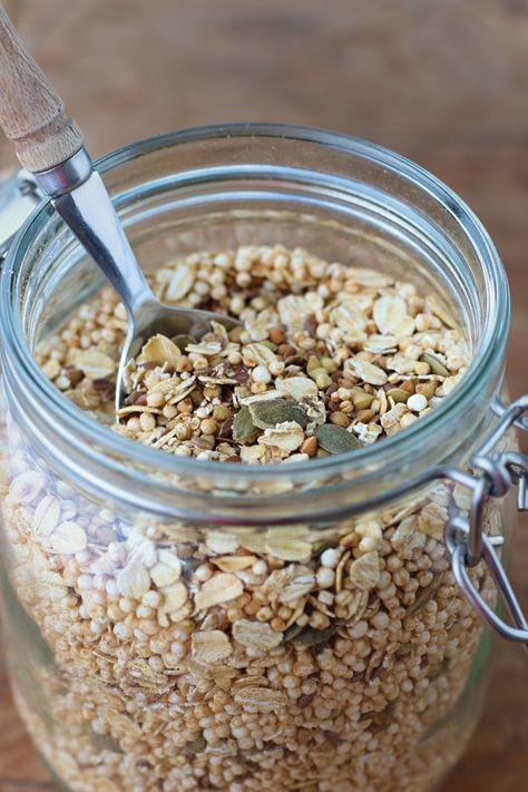 Muesli zelf maken ingewikkeld? Zeker niet. Onze variant met geroosterde boekweit en gepofte quinoa maak je in een handomdraai. // Francesca Kookt