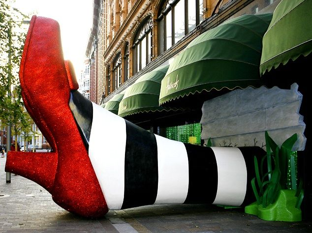 Harrods theme was the Wizard of Oz - The whole of the store was lit up in Emerald green and the Wicked Witch of the East's ruby slippers could be seen, seemingly trapped underneath Harrods. At night the ruby slippers were lite up and glowed red. Fabulous interpretation of Christmas!