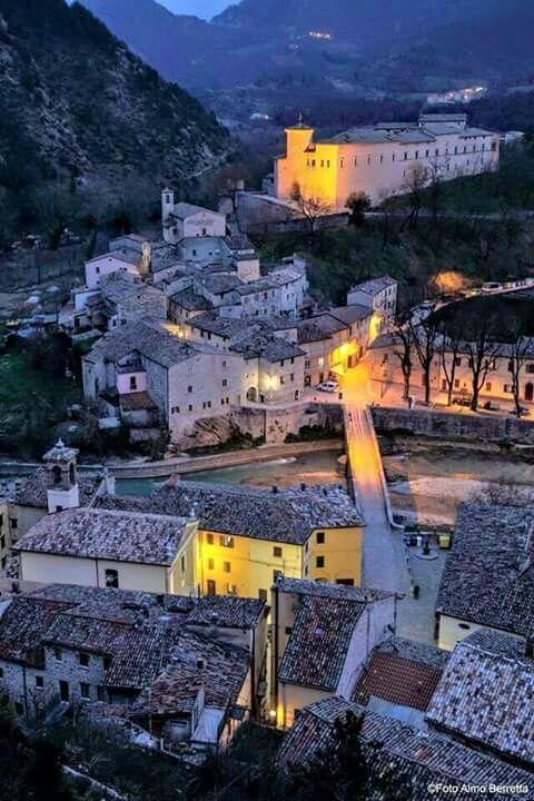 #Piobbico e il #Castello Brancaleoni foto di Almo Berretta