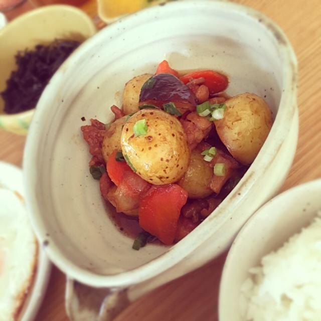 朝ご飯、最近和食が美味しくって✨ 納豆卵かけごはんとか、やっぱりうっまーい 日本人、で良かったなー… - 18件のもぐもぐ - 新ジャガ&鶏肉、あり合わせ野菜で甘辛煮〜 by seachicken84
