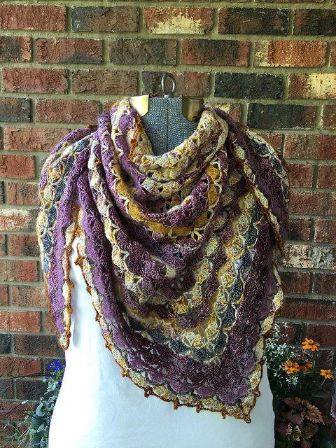 Crochet Shawl - 10001 Triangle shawl! Download Free Pattern! #crochet #shawl