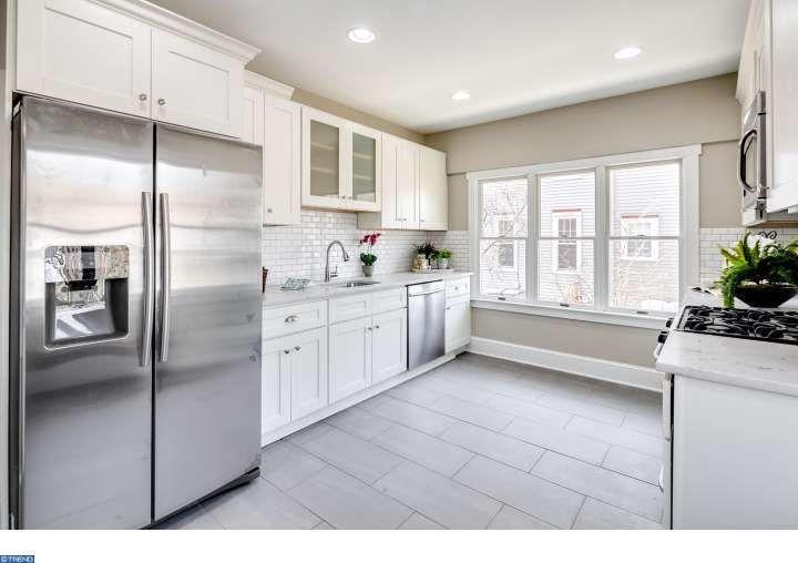 Traditional Kitchen With Ms International Cashmere Carrara Quartz