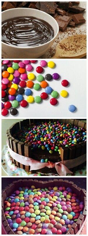 Smartieskuchen zum Selberbacken #yummy! #schokokuchen  #lecker #Smarties !!! Das ganze Rezept auf http://m.gofeminin.de/kochen-backen/smarties-kuchen-d60212.html