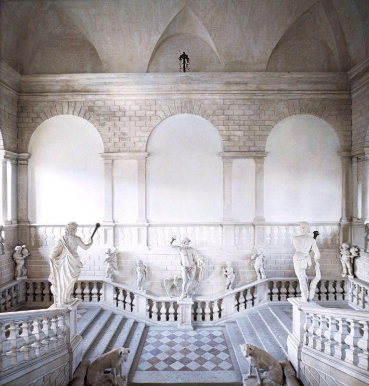 Candida Höfer - Palazzo Canossa, Mantova