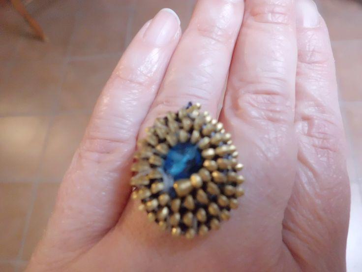 Realizzato con cerniera e perla azzurra