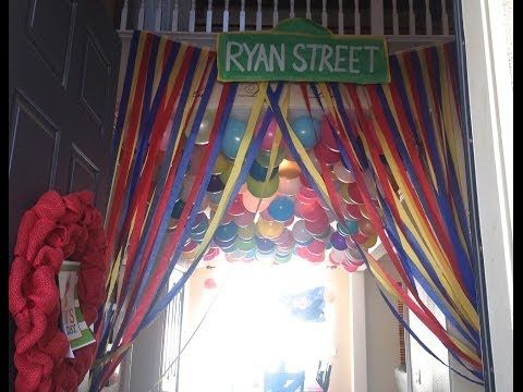 ▶ Elmo Birthday Party Decorations - DIY : Streamer Curtains : Sesame Street Party Decorations - YouTube