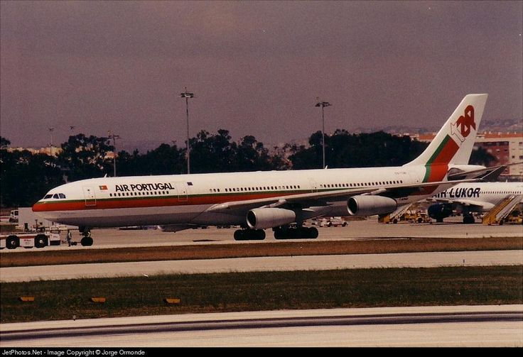 Airbus A340-312, TAP - Air Portugal, CS-TOA, cn 041, 274 passengers, first flight 25.11.1994, TAP delivered 22.12.1994. Active, for example 1.10.2016 flight Sao Paulo - Lisbon. Foto: Lisbon, Portugal, 9/2002.