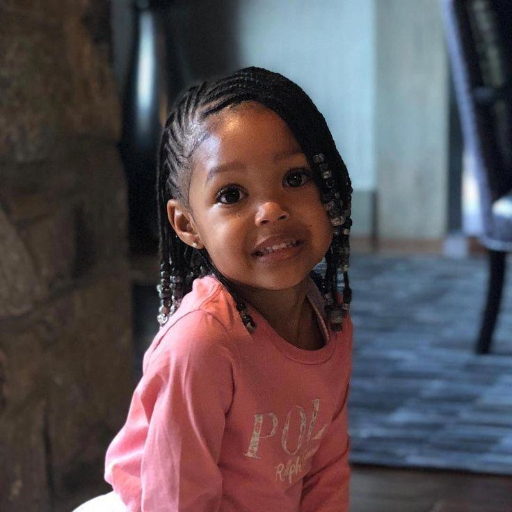 La Photo Peut Contenir 1 Personne Enfant Et Grand Coiffures Afro Enfants Kids Hairstyles Toddler Braided Hairstyles Girls Hairstyles Braids