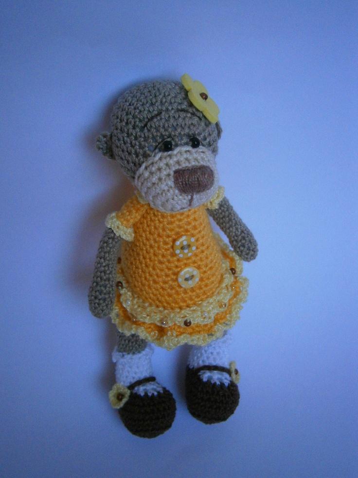 Lesní medvídek Medulka Háčkován ze 100% bavlny, výplň duté vlákno. Výška stojícího je 13 cm. Dozdoben korálky a knoflíčky.