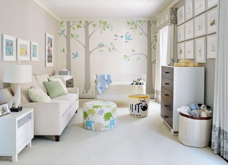 lit à barreaux blanc dans la chambre bébé blanche aménagée avec des meubles blancs et motifs éléphants et zèbres