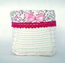 Koszyczek tekstylny  Wykonany z tkaniny lnianej i bawełnianej  Wymiary:  średnica otworu: 10 cm  wysokość: 11 cm  głębokość: 10,5 cm  Zapraszam do wiosennych zakupów :)  wiecej info na priv  joyfulworks4you@gmail.com