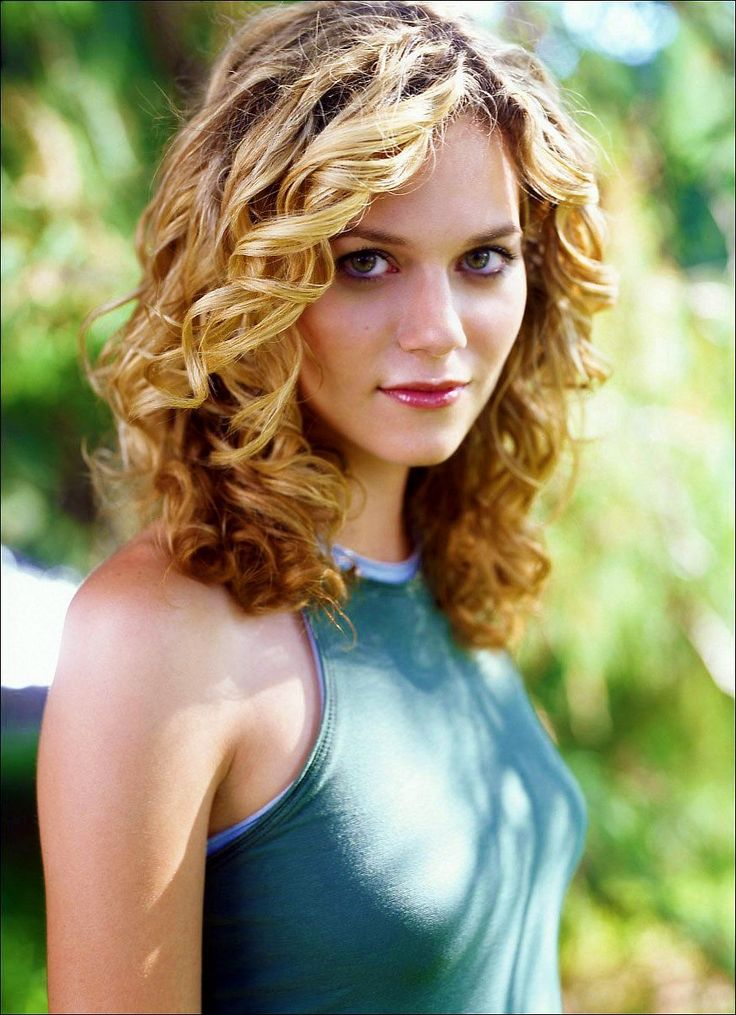 Hilarie Burton - I love her hair!
