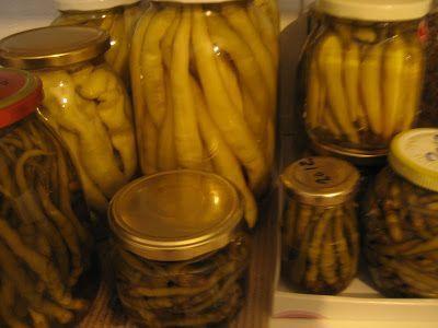 Ετοιμάζουμε τα χειμωνιάτικα τουρσιά!!!  Προλαβαίνουμε ακόμη να κάνουμε τα τουρσιά μας, τα τελευταία λαχανικά δηλαδή, πριν μας πιάσουν ...