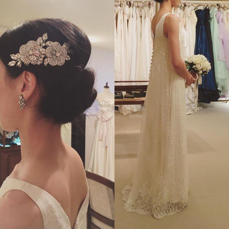 もう一着 #アーネラクロージング さんで着せていただいたこちらも、さり気ないけど繊細でとても素敵だった。髪飾りもドレスの雰囲気にぴったり。 #結婚式 #ウエディングドレス #ドレス試着