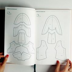 "Quick look inside fashionary ""shoe design"" book- a handbook for footwear designers"