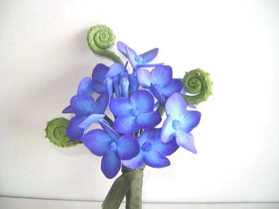Hortensia Boutonniere padrinos de boda flor púrpura azul