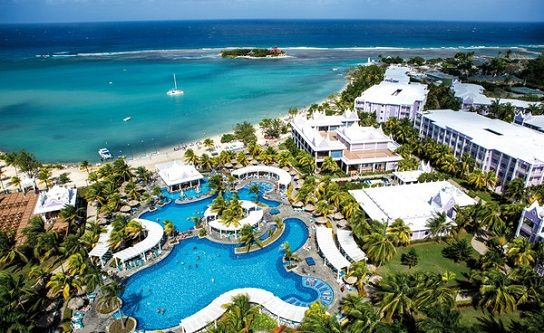 The Riu Montego Bay Resort offers all inclusive Jamaica honeymoon , vacation and wedding packages. This Riu Resort is located oceanfront on a nice beach in Montego Bay, 3 miles from the heart of Montego Bay and is walking distance to a shopping center.