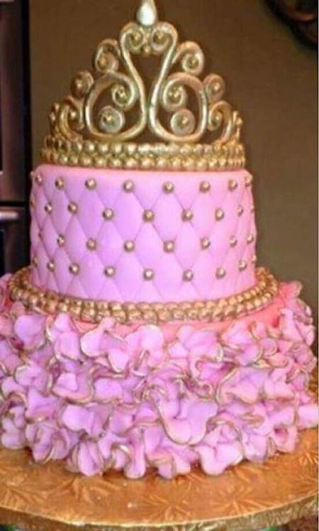 Cake With Crown On It : 1000+ images about Princess Tiara Cakes on Pinterest ...