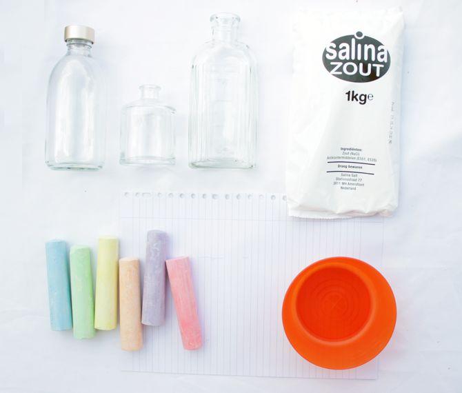 welke materialen heb je nodig om gekleurd zand te maken